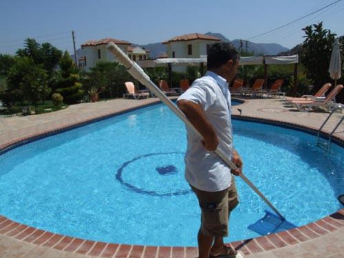 Thousand Oaks pool cleaningThousand Oaks pool cleaning